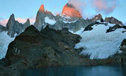 Unieke trekking doorheen woelige baaien, krakende ijsmassa en grillige rotsformaties